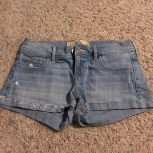 hollister low rise light wash jean shorts